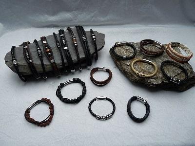 Armbänder aus Leder