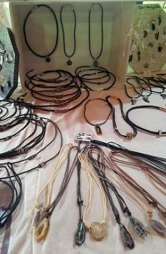 Halsketten aus Leder