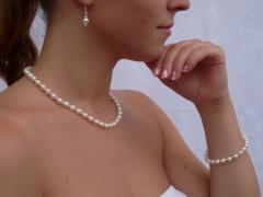 Pfingstrose - Cremeweißes und rosa Perlenset - Kette, Armband und Ohrringe - verkauft