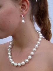 großer Schneeball - Perlenkette aus Muschelkernperlen