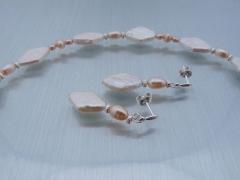 Raute - Perlenkette, Armband und Ohrringe aus Süßwasserperlen - verkauft