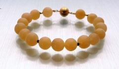 Armband aus Orangencalcit und Onyx
