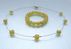 Halskette und Armband aus Jadeblumen