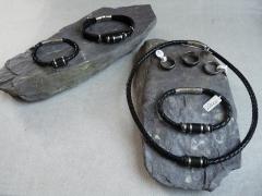 Lederarmbänder mit Carbon und anderen Zwischenteilen